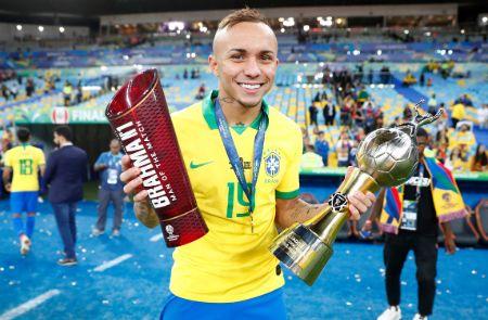 Age Everton Soares