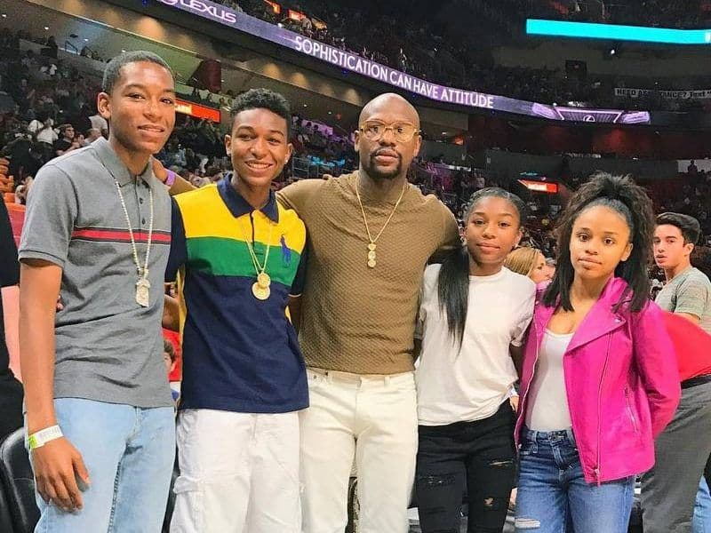 Floyd Mayweather, Jr. with his family