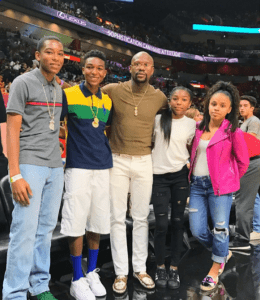 Mayweather with his kids