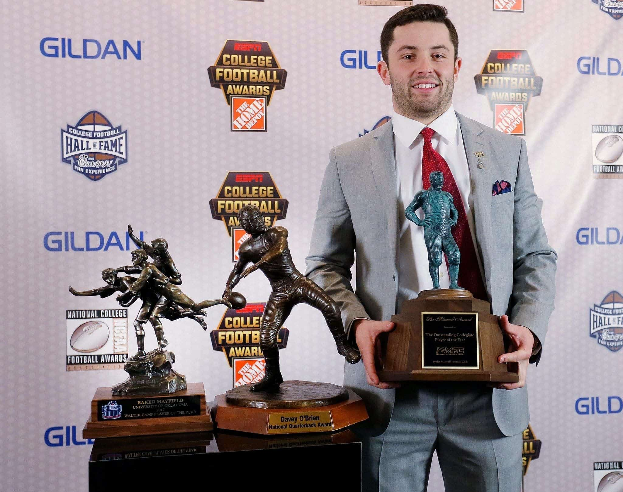 Baker Mayfield with his precious award