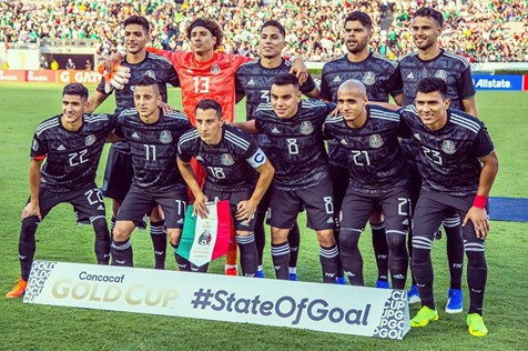 Guardado with his team ready for the Gold Cup