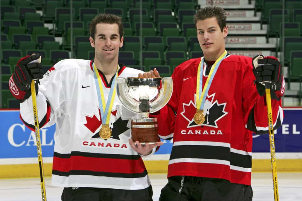 Ryan Getzlaf and Calgary Hitmen with gold medals