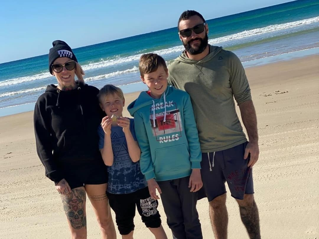 Bec Rawlings With Her Kids And Boyfriend Adrian
