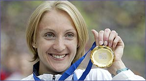 Paula Radcliffe with a medal on her victory