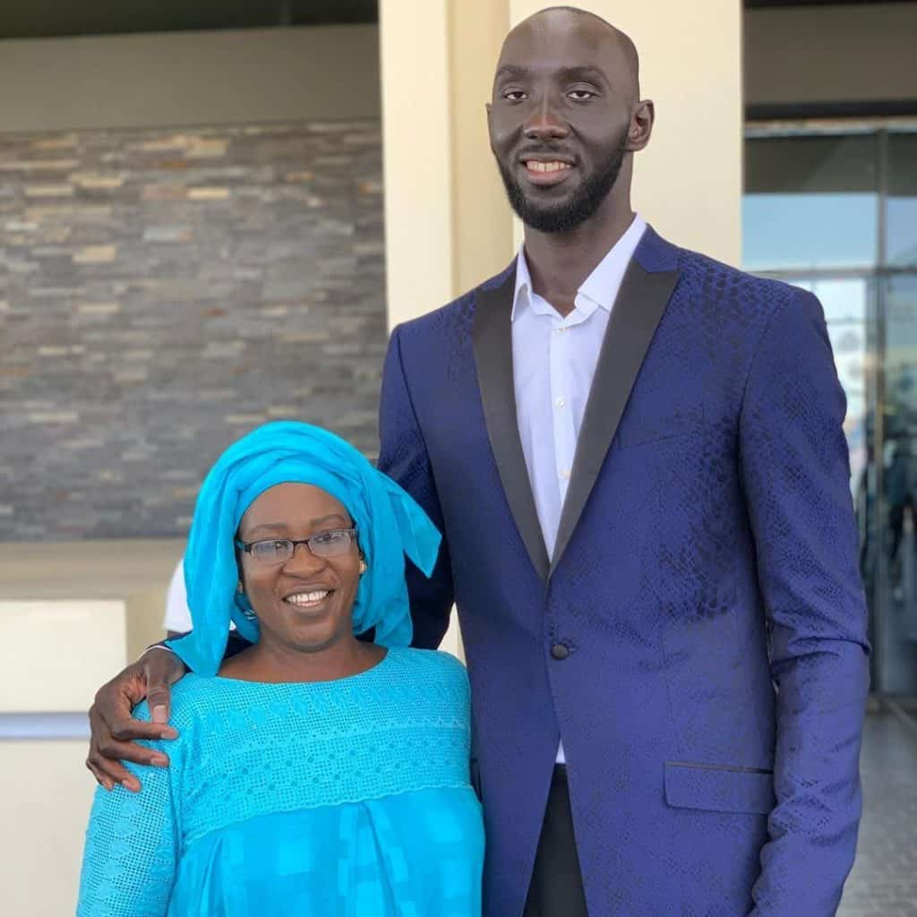 Tacko-fall-with-his-mother