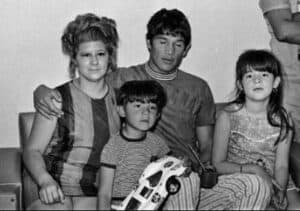 Carlos Monzón with his first wife and two children.