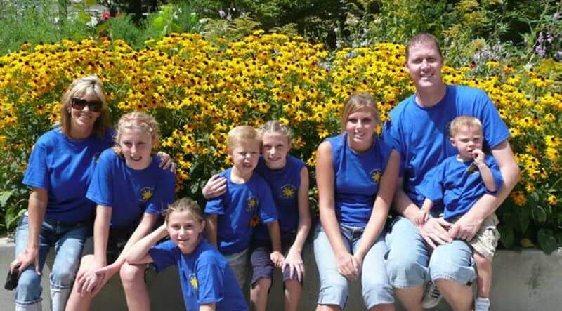 Shawn Bradley With His Wife And Kids