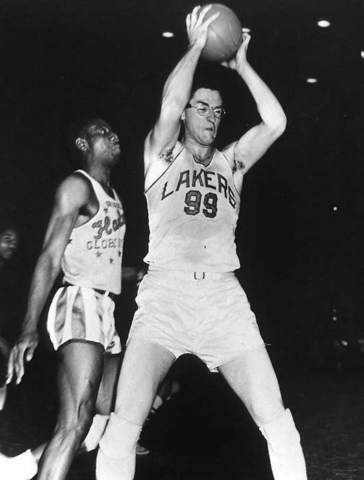 Former Lakers' Center George Mikan
