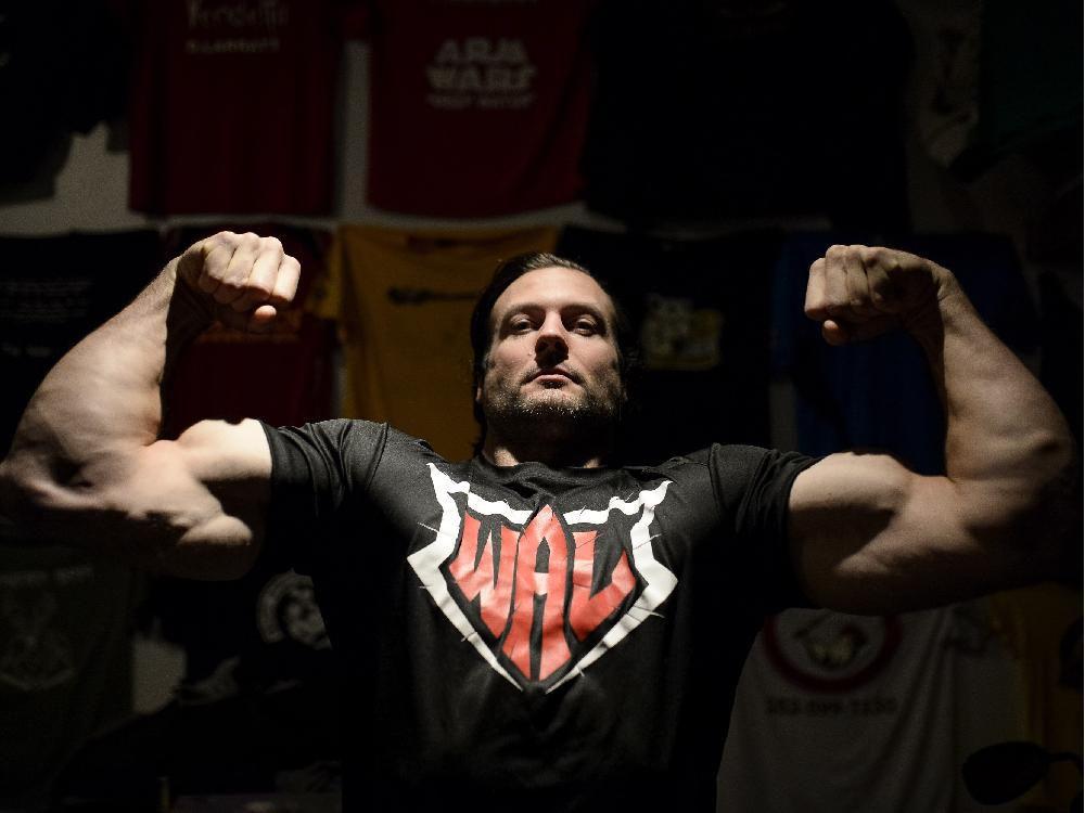 Devon Larratt athletic body