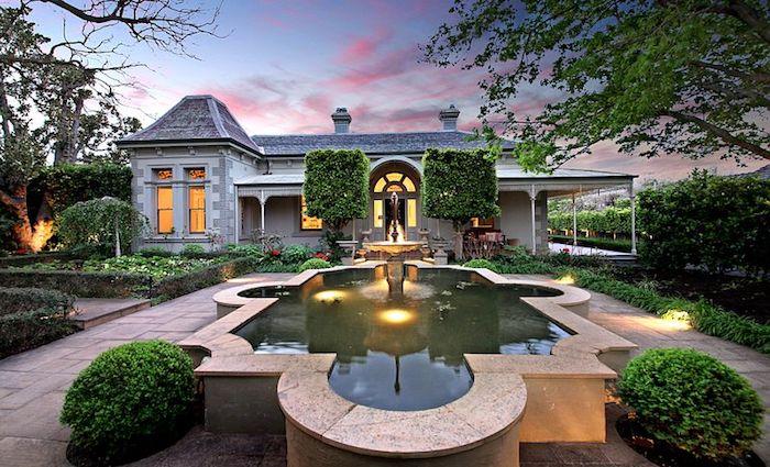 Shane Warne real estate and mansion