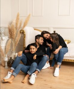 Jesús with Wife and Kids