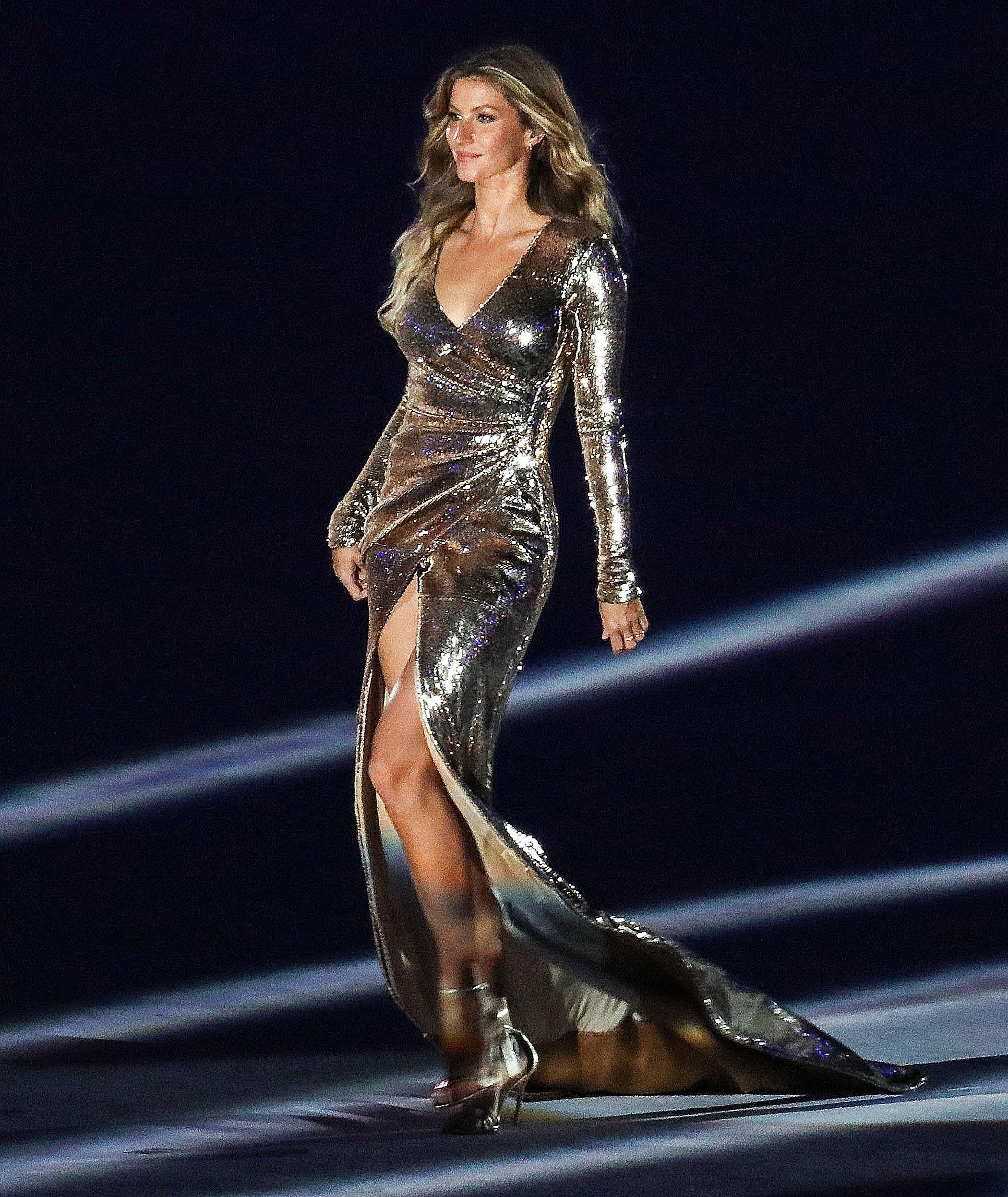 Gisele Bündchen Walking At The Olympics