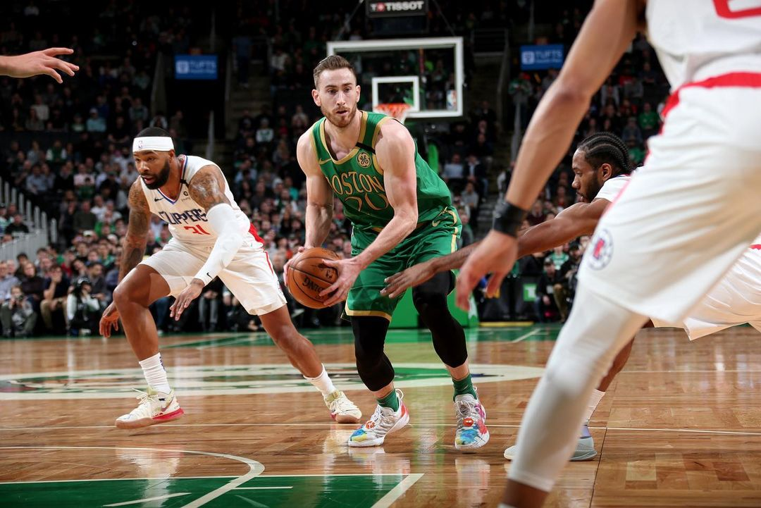 Gordon Hayward tries to dribble past Clippers players