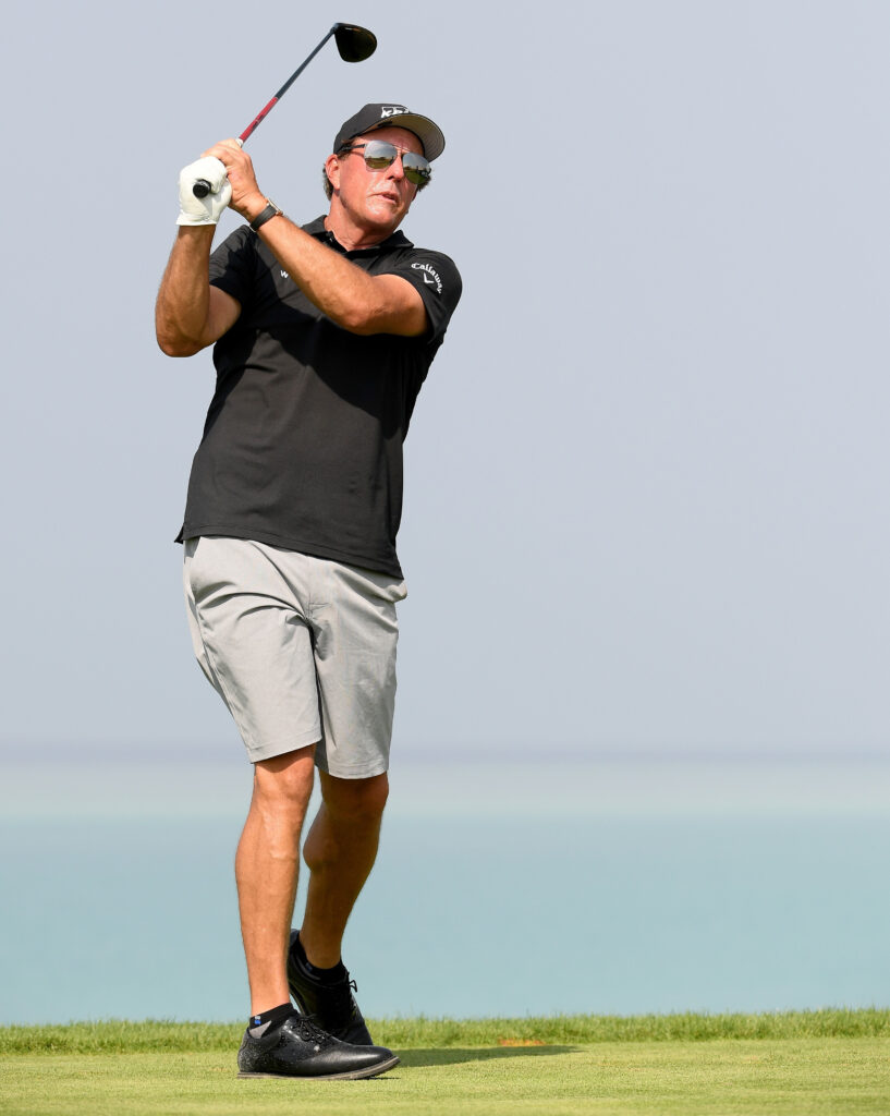 World famous golfer Phil Mickelson has a net worth of $400 m