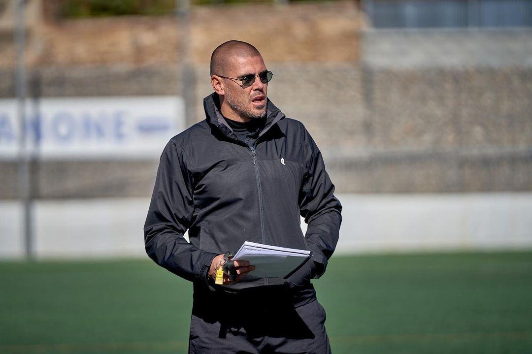 Coach Victor Valdes