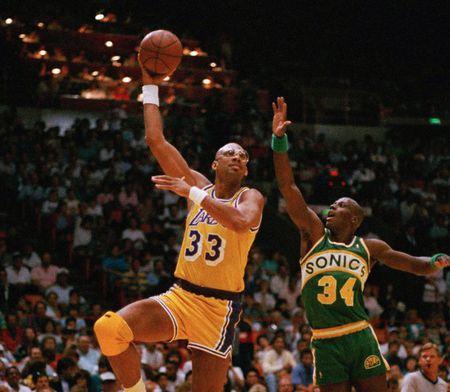 Kareem Abdul Jabbar iconic skyhook shot