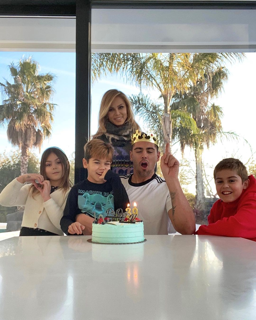 Victor Valdes With His Family