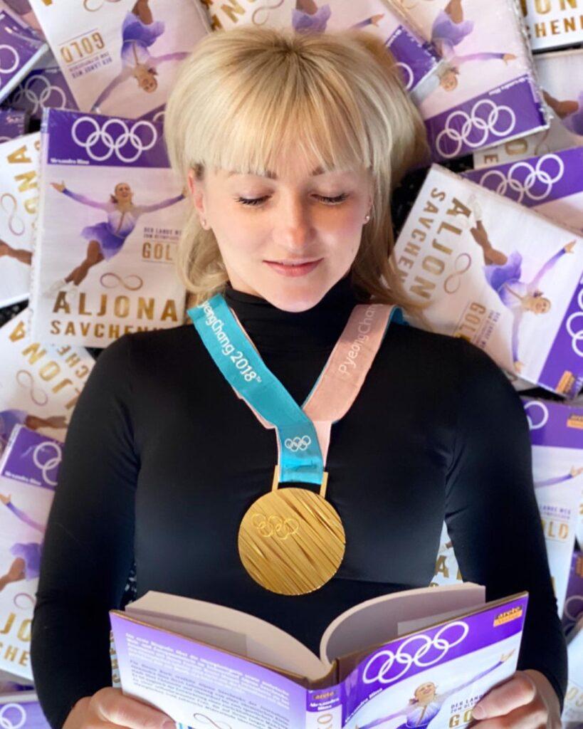 Aljona Savchenko Book and olympic medal