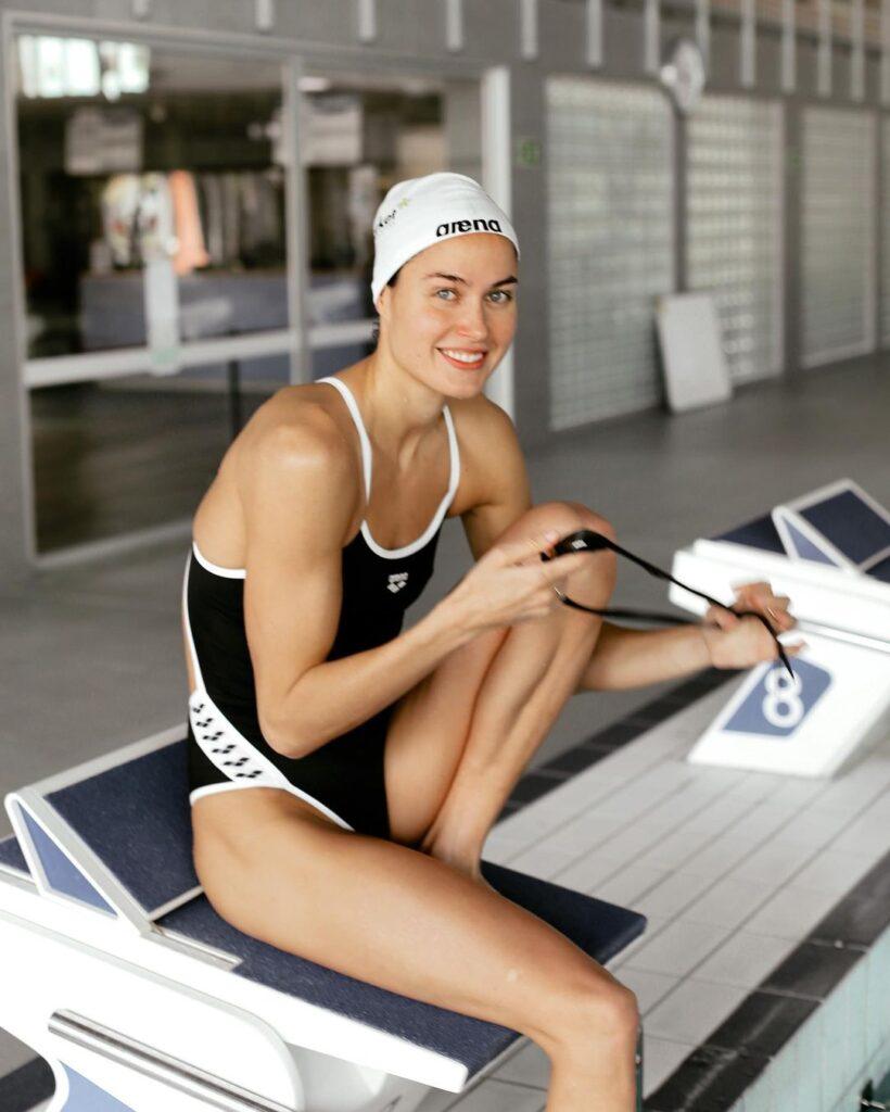 Zsuzsanna Jakabos preparing for swimming