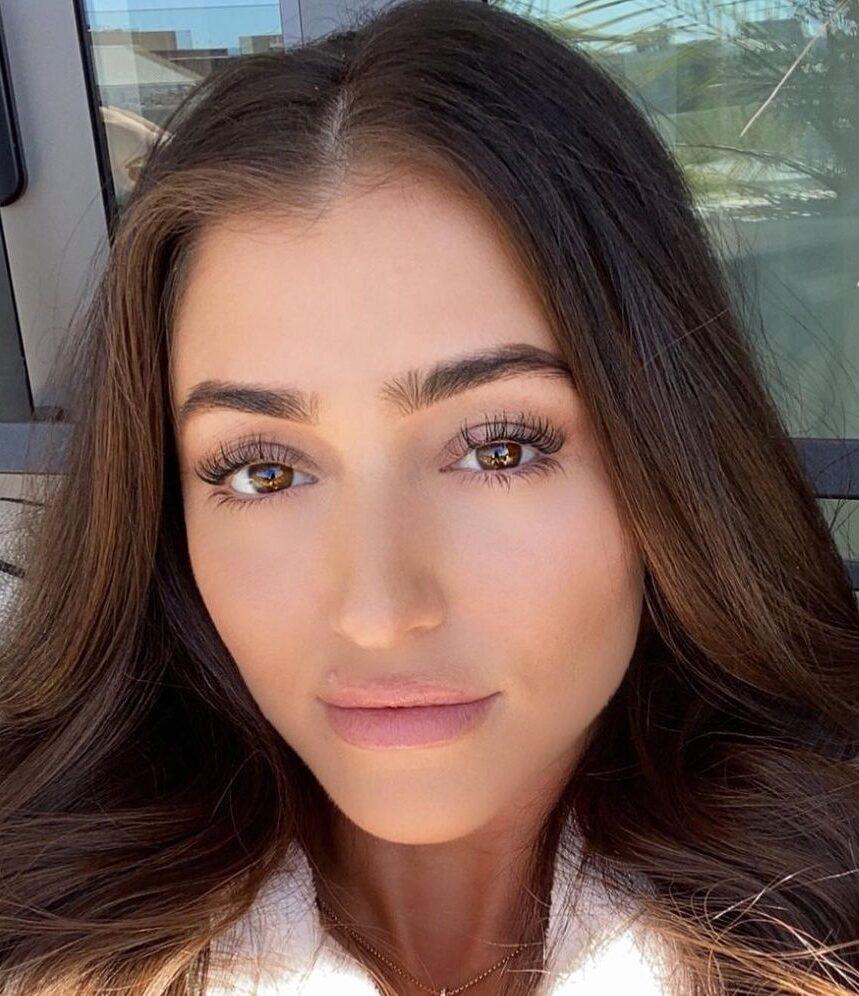 Kaitlin Nowak taking a flawless selfie