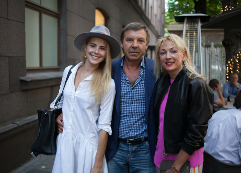 Alisa Znarok along with her father Oleg Znarok and mother Ilona (Source: Archyworldys)