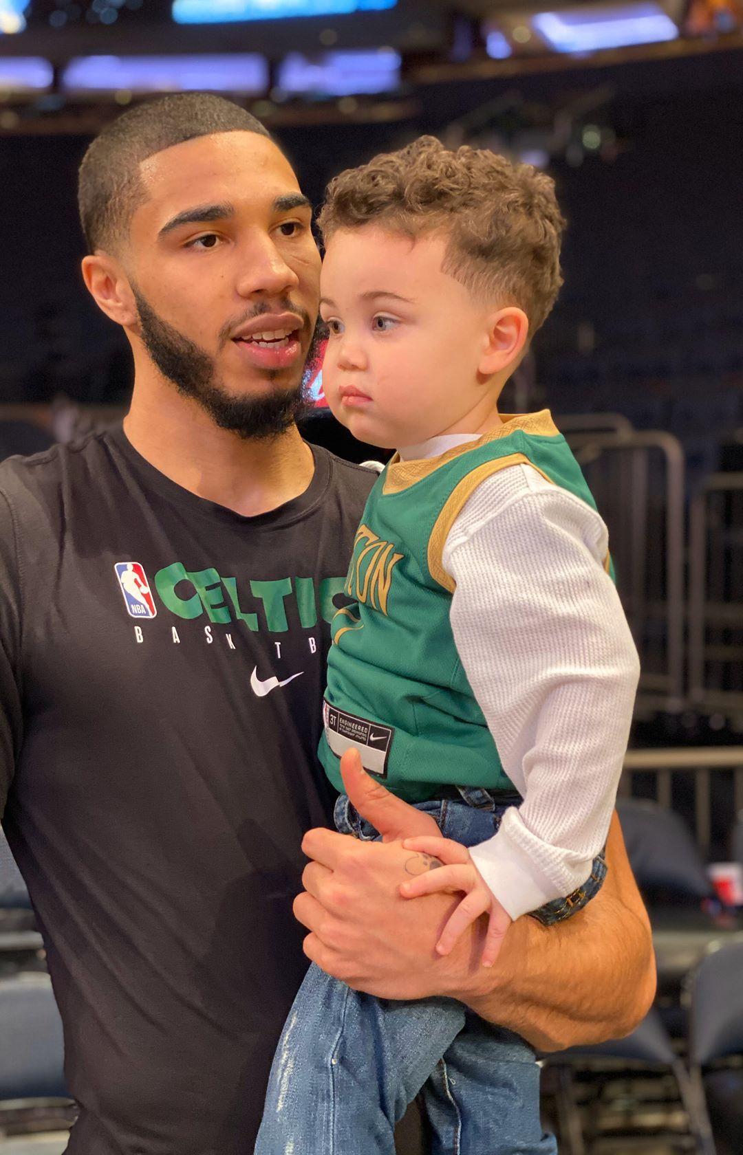 Jayson-Tatum-hangs-out-with-his-son-Deuce-Tatum