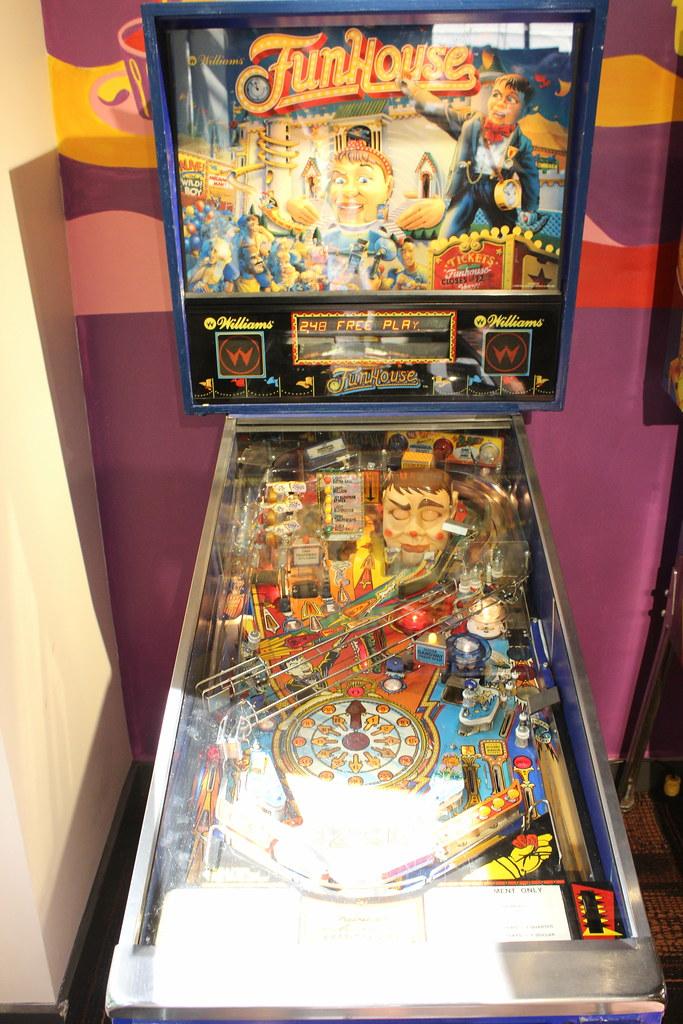 william-funhouse-pinball-machine