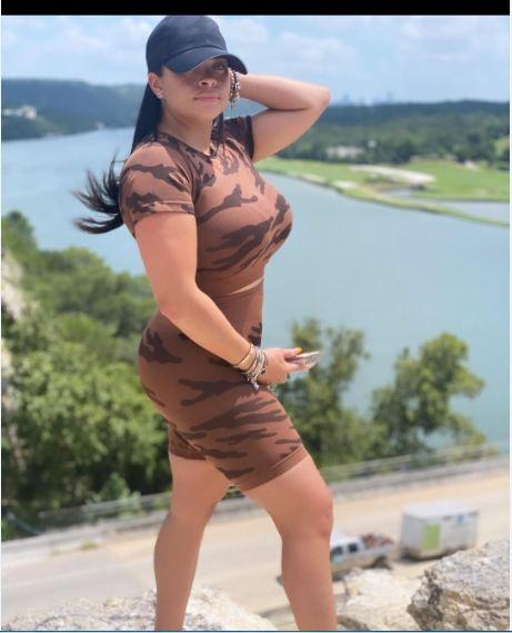 Nina-Heisser-stunning-pose